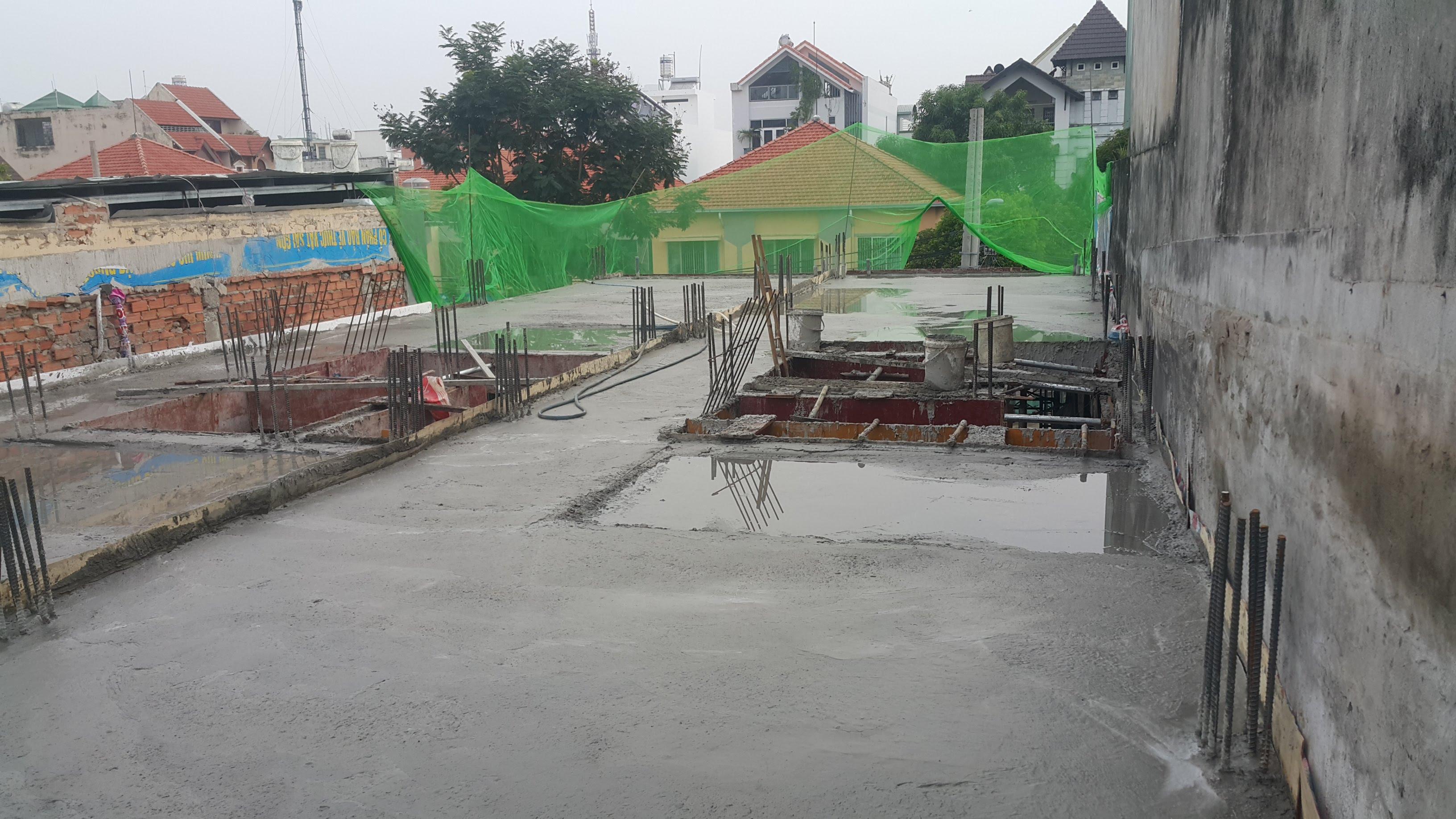 Đỗ bê tông lầu 1